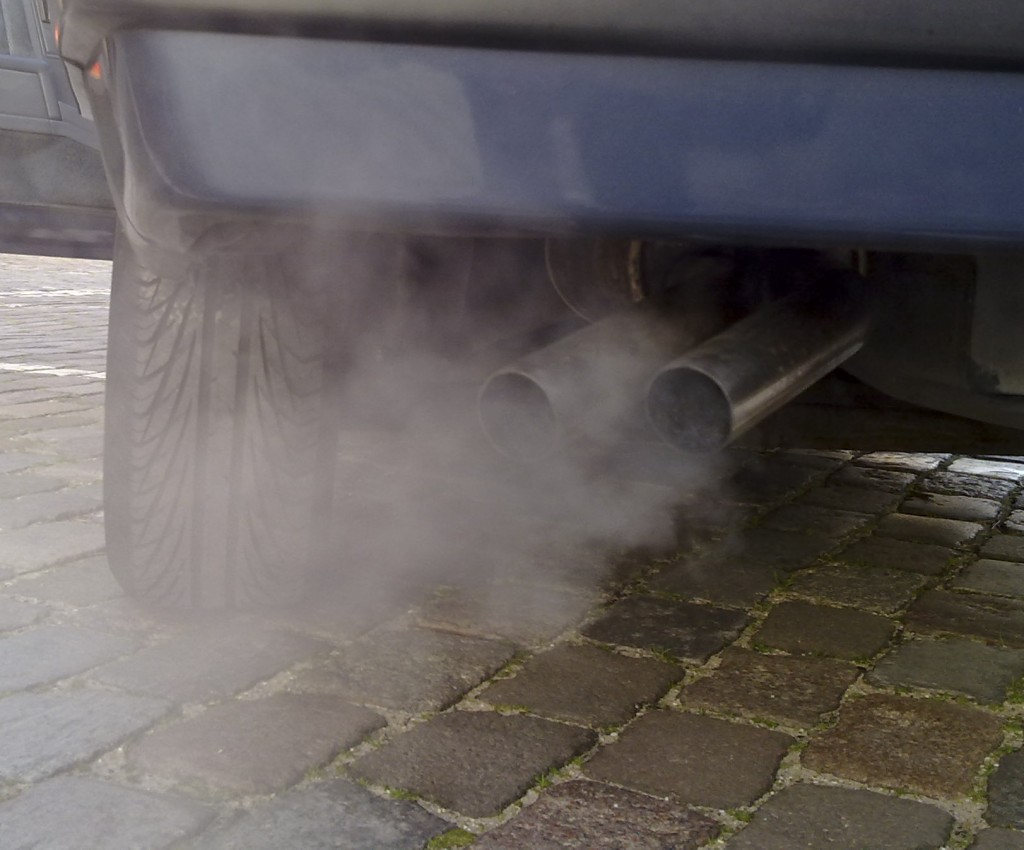 Automobile_exhaust_gas